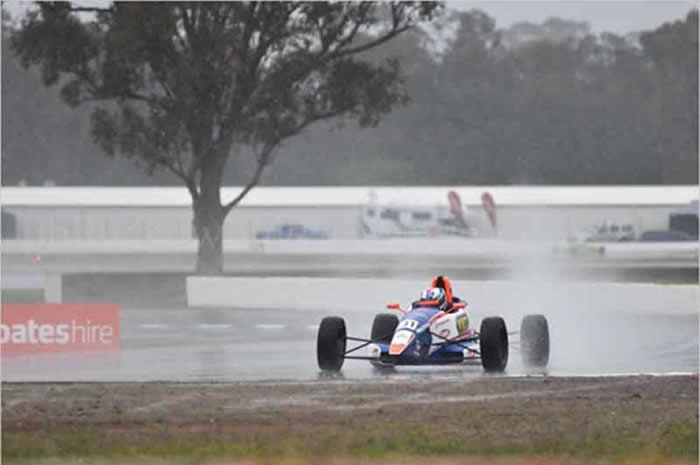 ojeda mixed results qld formula ford round